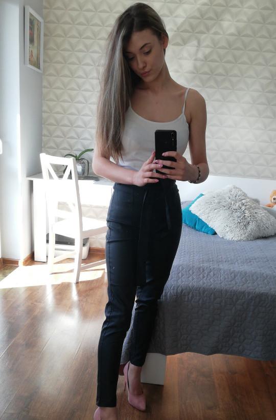 czarne spodnie,eleganckie spodnie,spodnie woskowane,spodnie  z paskiem