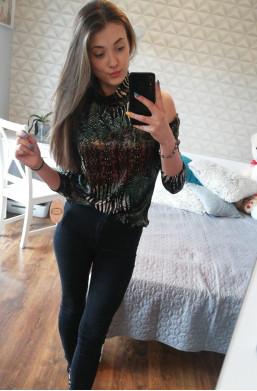 Bluzka półgolf z odkrytymi ramionami Latino Paris,modna bluzka,stylowa bluzka,kobieca bluzka