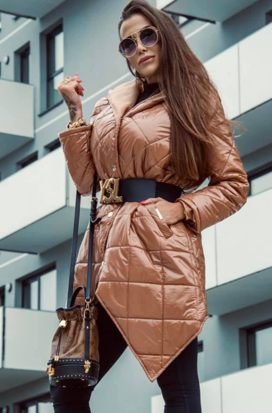 Kurtka pikowana z kapturem camel Lola Bianka,pikowana kurtka,płaszcz na zatrzaski,modna kurtka
