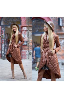 płaszcz pikowany,płaszcz camelowy,płaszcz asymetryczny,elegancki płaszcz,płaszcz LOLA,modny płaszcz,hit 2021