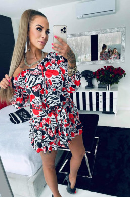 sukienka satynowa,sukienka hiszpanka,ładna sukienka,krótka sukienka,sukienka z wzorami,hit mody 2021
