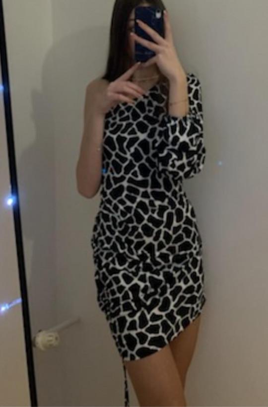 sukienka uplander burberry,sukienka na jedno ramię,elegancka sukienka,sexy sukienka,sukienka na imprezę,sukienka na wyjście