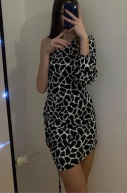 sukienka na jedno ramię,sukienka w serca,krótka sukienka,elegancka sukienka,kolorowa sukienka,sukienka z szerokim rękawem
