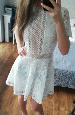 Sukienka biała D&Z fashion z koronki na imprezę